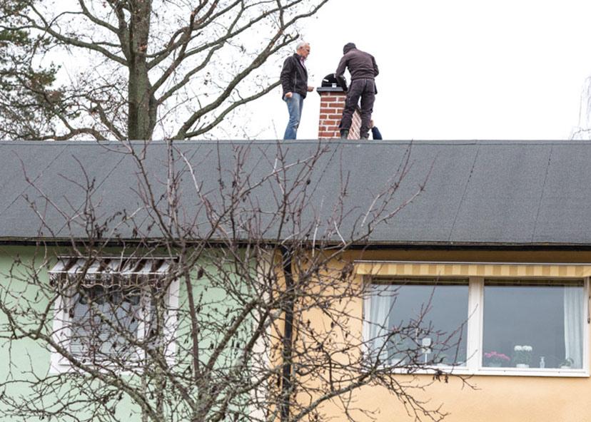 Montering av lång skorstenshuv i Katrineholm